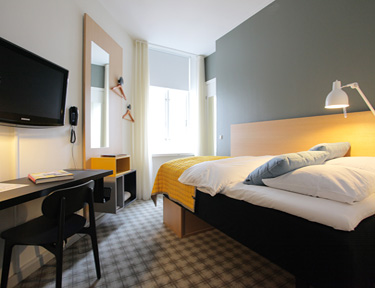 small room ibsens hotel standard single room in cph city 20800 | ibsens hotel small room 375x288